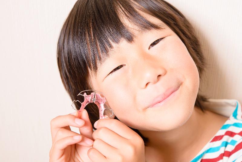 お子様の矯正治療は1期治療と2期治療とに分かれます